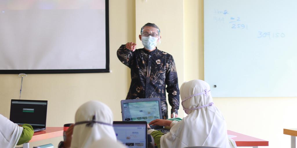 Revitalisasi Peran dan Fungsi Guru